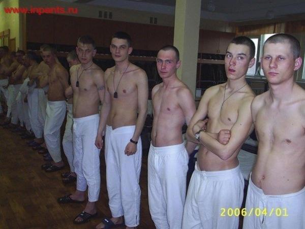 пацаны сняли шлюху в армии